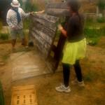 Bricolage au jardin le matin avec les jardiniers bénévoles
